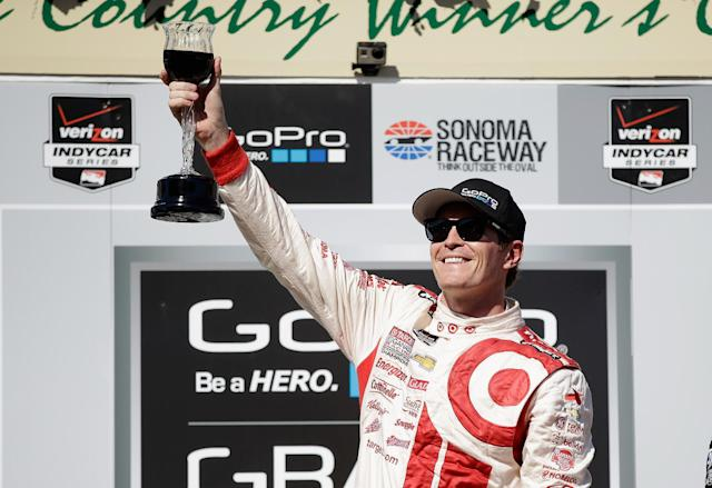 Scott Dixon toasts the crowd after winning the IndyCar Grand Prix of Sonoma on August 24, 2014 in Sonoma, California (AFP Photo/Ezra Shaw)