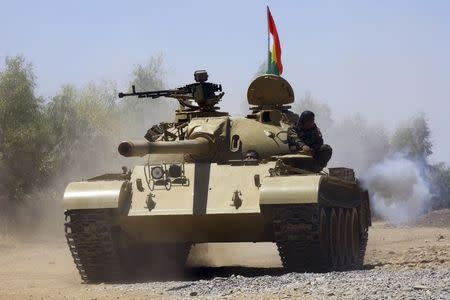 Kurdish peshmerga troops patrol in a tank during an operation against Islamic State militants in Makhmur, on the outskirts of the province of Nineveh August 7, 2014. REUTERS/Stringer