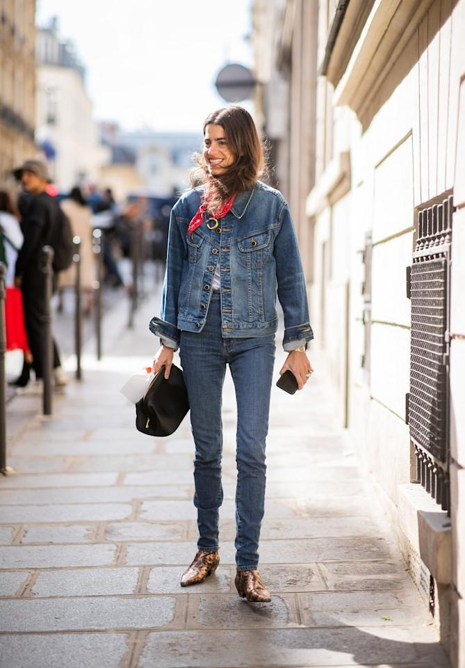 <p>Tie a red bandanna as a neck scarf for an Americana look.</p>