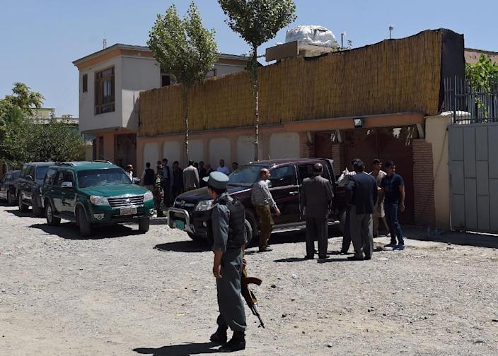 Afghan police inspect the scene of a kidnapping by armed gunmen of a German female aid worker from a vehicle at the entrance to the office of German development agency GIZ in Kabul on August 17, 2015 (AFP Photo/Wakil Kohsar)
