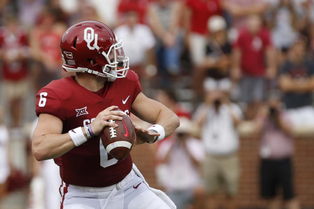 "Oklahoma quarterback <a class=""link rapid-noclick-resp"" href=""/ncaaf/players/229650/"" data-ylk=""slk:Baker Mayfield"">Baker Mayfield</a> (6) looks for a receiver before throwing a touchdown pass against Tulane during the first quarter of an NCAA college football game in Norman, Okla., Saturday, Sept. 16, 2017. (AP Photo/Mitch Alcala)"