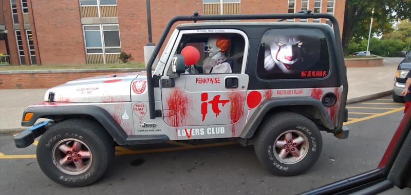 Pennywise Jeep terrorizes the streets of Louisville, KY