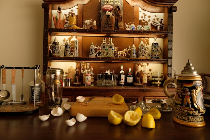 Influenced by the style of Spanish Westerns, production designer Barbara Ling created a kitschy bachelor's bar filled with Western memorabilia and Spanish tankards.