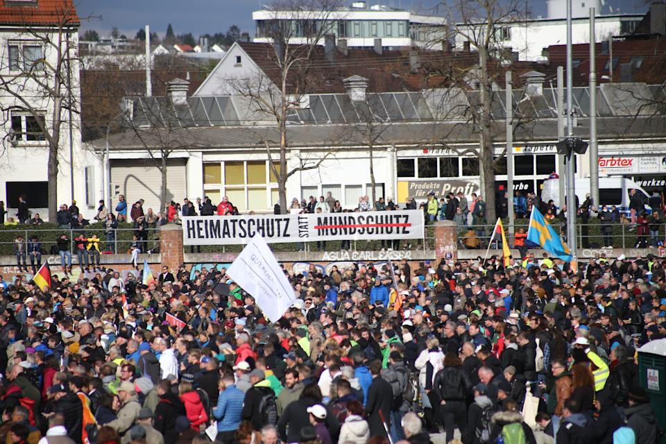Querdenken-Protest am 3. April in Stuttgart (Bild: Agron Beqiri/NurPhoto via Getty Images)