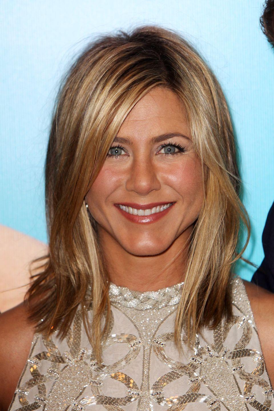 <p>With her glowing complexion and highlighted shoulder-length hair, Jen looked summer-ready all year round.</p>