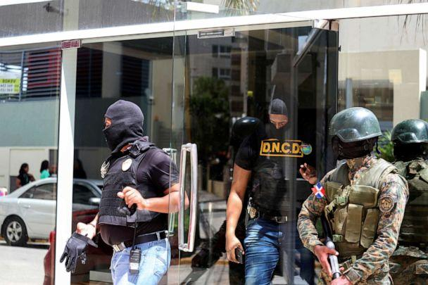 PHOTO: Members of the National Army, National Directorate of Drug Control (DNC) and Public Ministry raid the properties of Cesar Emilio Peralta accused of running a drug trafficking ring in Santo Domingo, Dominican Republic, on Tuesday, Aug. 20, 2019 (Ricardo Rojas/Reuters)