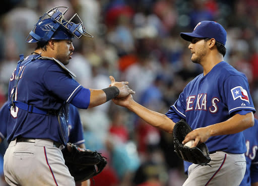 Perez throws 4-hitter, Rangers win 7th straight