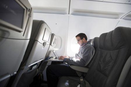 Ban on laptops in planes may expand to Europe
