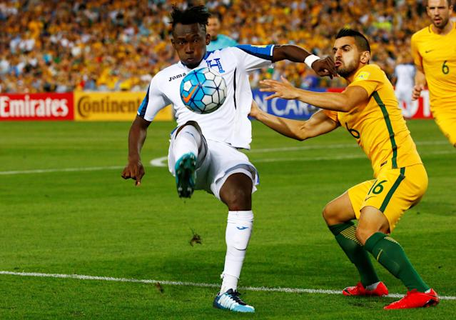 Soccer Football - 2018 World Cup Qualifications - Australia vs Honduras - ANZ Stadium, Sydney, Australia - November 15, 2017 Honduras' Alberth Elis in action with Australia's Aziz Behich REUTERS/David Gray