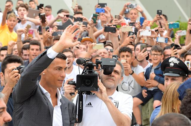 Cristiano Ronaldo waves as he arrives at the Juventus' medical center in Turin, Italy July 16, 2018. REUTERS/Massimo Pinca