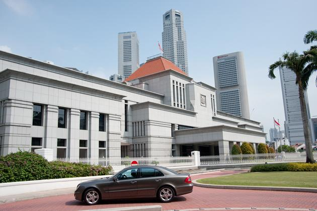 Constitutional law experts here say that a by-election should be held in Hougang SMC, even by the terms of our Constitution. (Yahoo! file photo)