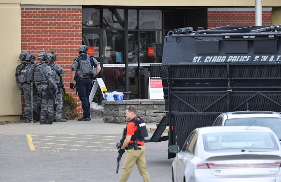 <p>Officers stand near an entrance to the Wells Fargo branch Thursday May 6, 2021, in south St. Cloud, Minn. following a reported hostage situation. Police in Minnesota were on the scene Thursday of a reported bank robbery with hostages. </p> ((Dave Schwarz/St. Cloud Times via AP))