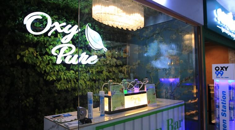 Delhi's first Oxygen bar, Oxygen bar, Aroma Therapy, Oxy Pure oxygen bar, Oxy Pure Saket, Delhi pollution, Pure Oxygen, Lifestyle, Indian Express news