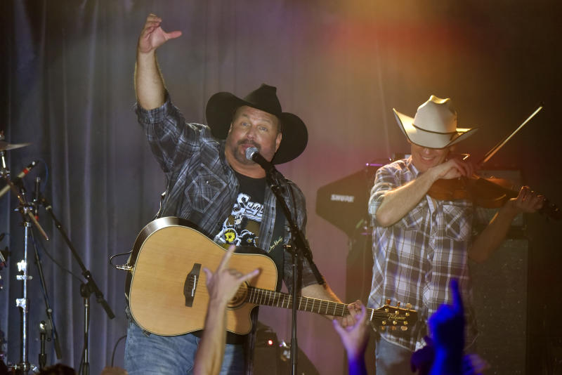 Garth Brooks im vergangenen Jahr in Chicago. Damals trug er kein Football-Trikot. Foto: Rob Grabowski / Invision / AP