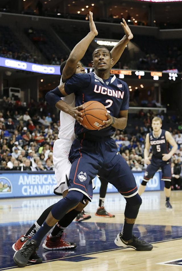 Connecticut forward DeAndre Daniels (2) tries to get past Cincinnati forward Jermaine Sanders during the first half of an NCAA college basketball game in the semifinals of the American Athletic Conference men's tournament Friday, March 14, 2014, in Memphis, Tenn. (AP Photo/Mark Humphrey)