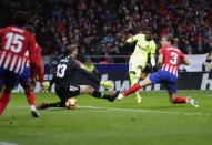 Barcelona's Ousmane Dembele, second right, scores his side's opening goal during a Spanish La Liga soccer match between Atletico Madrid and FC Barcelona at the Metropolitano stadium in Madrid, Saturday, Nov. 24, 2018. (AP Photo/Manu Fernandez)