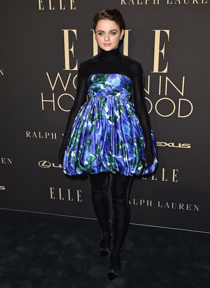 Joey hit the red carpet in a voluminous blue floral-print bubble-hem minidress, which she paired with a simple black bodysuit that covered her hands <em>and</em> feet. So cool!