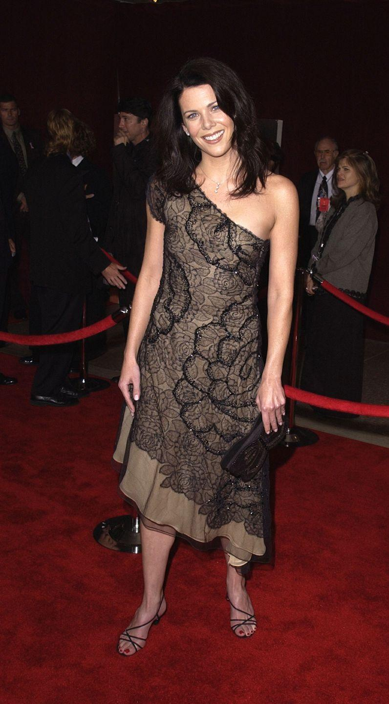 <p>Graham wore a very Lorelai Gilmore-approved one-shouldered dress to the Emmy Awards in 2001.</p>