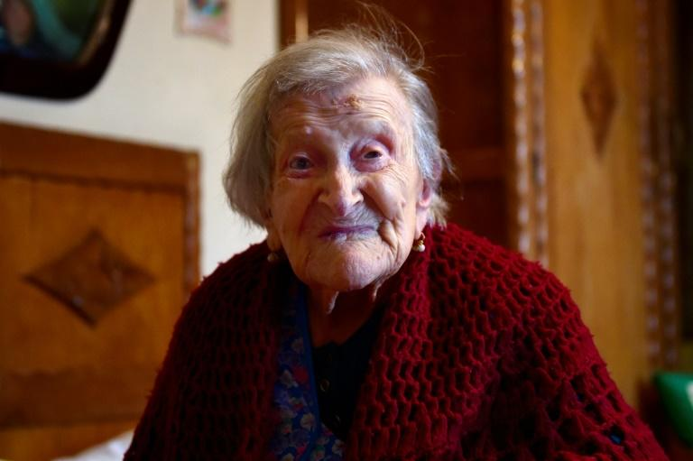 Emma Morano, then 116, poses for AFP photographer in Verbania, North Italy, on May 14, 2016