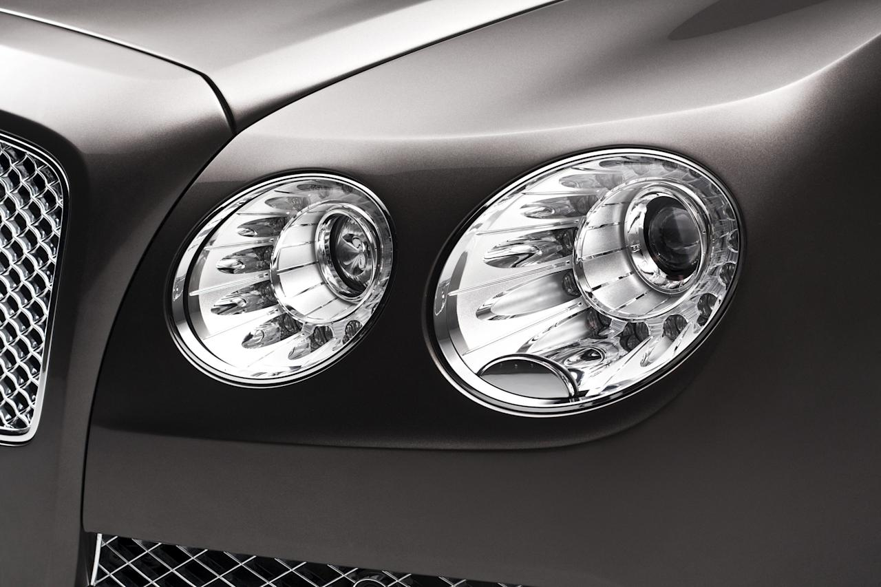 At the front of the car, a more upright chrome grille sits between the pairs of jewel-like LED headlamps. Emphasising the lower, wider stance, the outer lamps are the larger of the two. Beneath the front grille, the lower intake is now full width with no vertical divisions, but instead with a chromed horizontal accent that completes the dramatic face of the new Flying Spur.