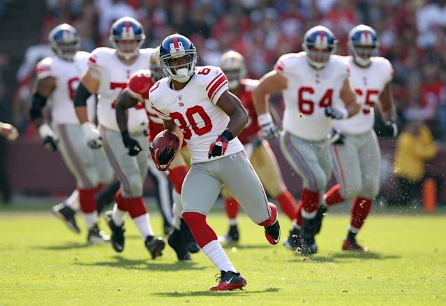 SAN FRANCISCO, CA - NOVEMBER 13: Victor Cruz #80 of the New York Giants runs with the ball after making a reception against the San Francisco 49ers at Candlestick Park on November 13, 2011 in San Francisco, California. (Photo by Ezra Shaw/Getty Images)