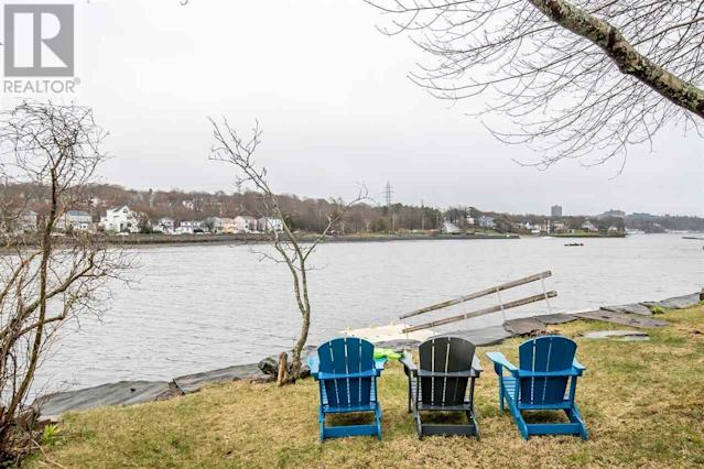<p><span>10 Armshore Drive, Halifax, N.S.</span><br> The waterfront views will make it feel like you're miles away from the centre of the city, when in reality, you're just a short drive away from all amenities. (Photo: Zoocasa) </p>