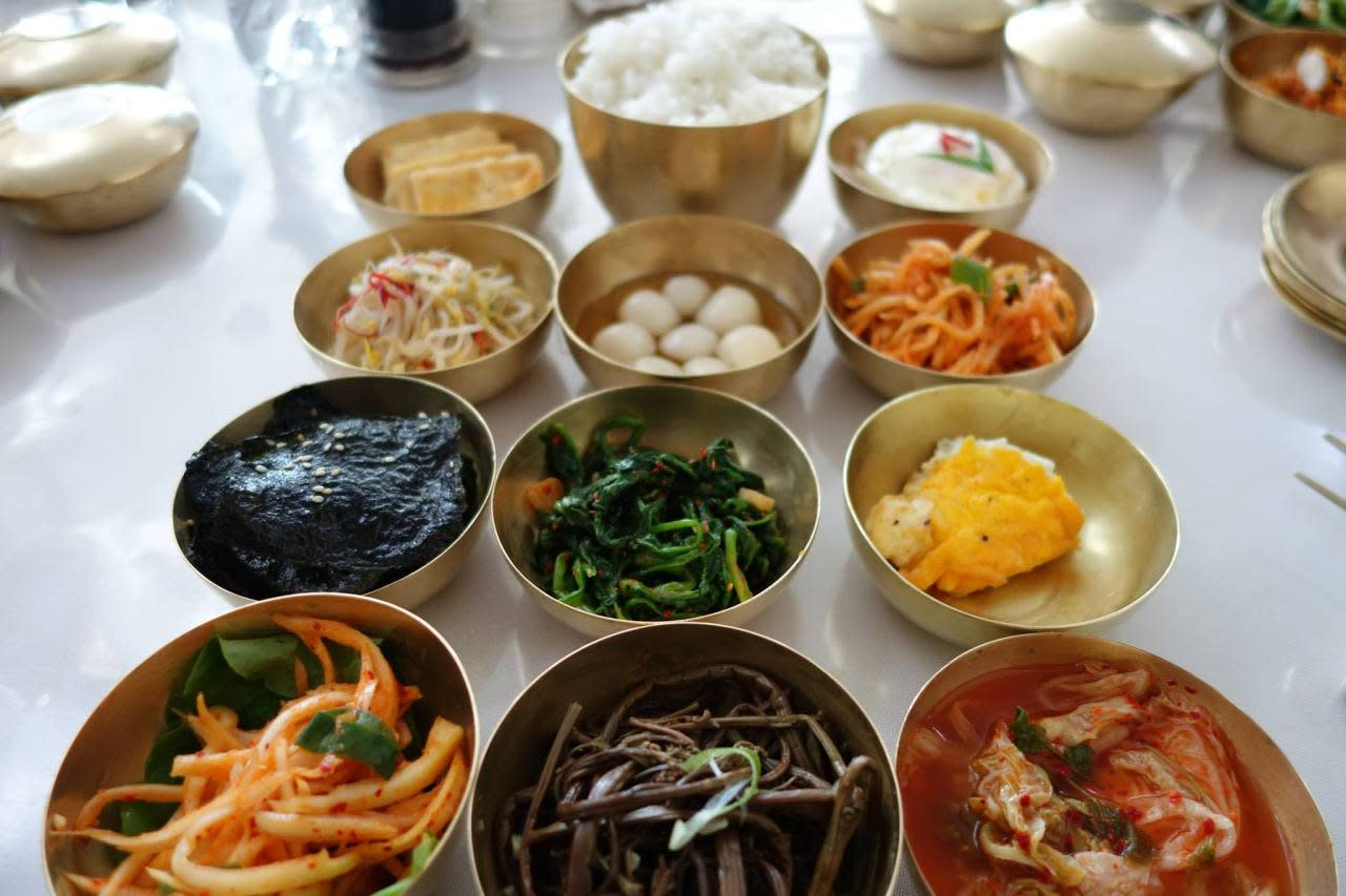 <p><i>While malnutrition is widespread in North Korea, the restaurant scene in Pyongyang thrives.</i></p>