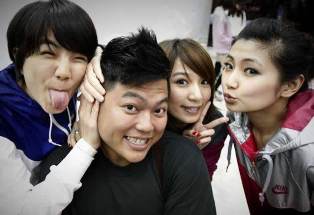 Taiwanese girl group S.H.E and the star photographer. (Photo by Let There Be Light)