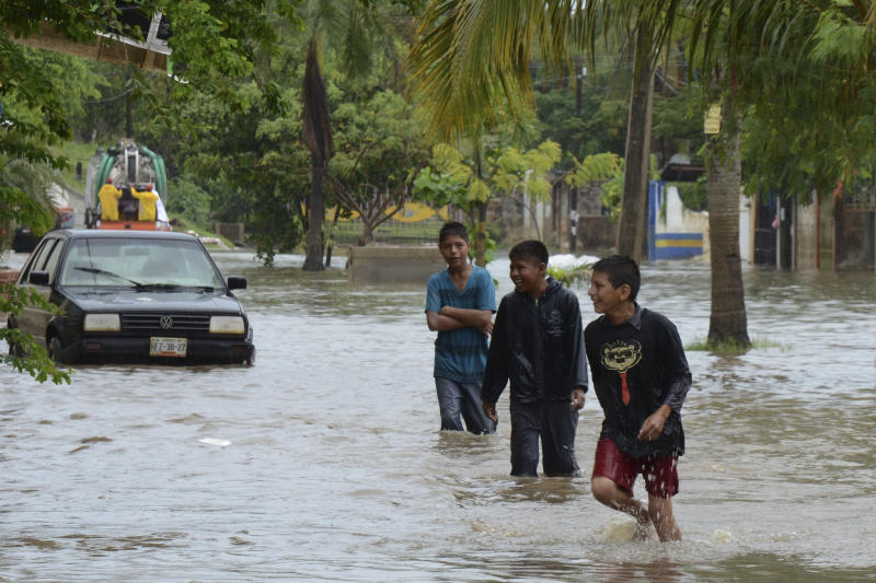 Some Mexicans evacuate as hurricane looms offshore