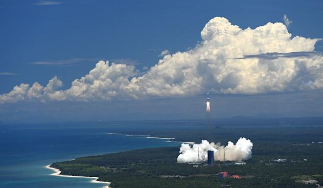 The Long March-5 rocket launches from Hainan, carrying China's first independent mission to Mars. Photo: Xinhua