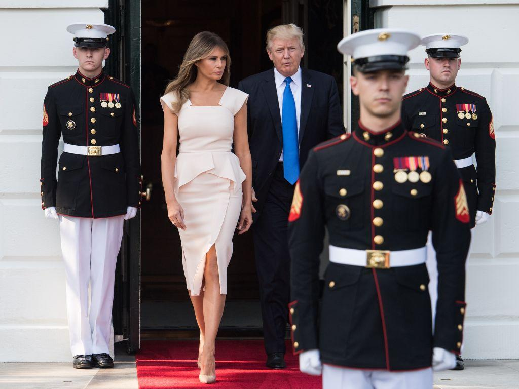 <div>The first lady stepped out to greet the South Korean President in a rose pink peplum dress by Roland Mouret, nude Louboutin pumps, and minimal jewelry.</div>