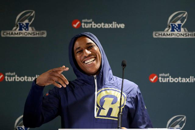 """Anything for a laugh: <a class=""""link rapid-noclick-resp"""" href=""""/nfl/teams/la-rams/"""" data-ylk=""""slk:Los Angeles Rams"""">Los Angeles Rams</a> cornerback <a class=""""link rapid-noclick-resp"""" href=""""/nfl/players/28406/"""" data-ylk=""""slk:Marcus Peters"""">Marcus Peters</a> tried his hand at a surf report for a Hawaii television station. (AP)"""