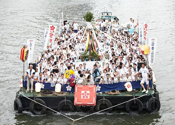 ▲Some boats can fit 100 to 300 people <© Osaka Convention & Tourism Bureau)