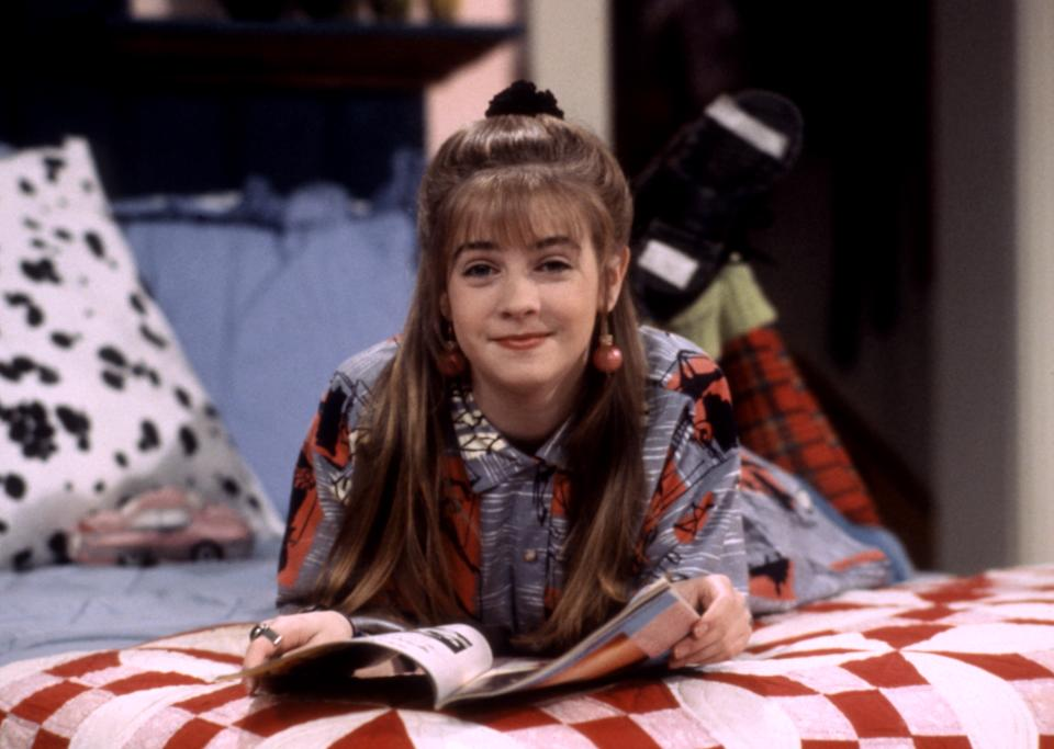 Melissa Joan Hart in the beloved Nickelodeon sitcom, 'Clarissa Explains It All' (Photo: Nickelodeon/ Courtesy: Everett Collection)