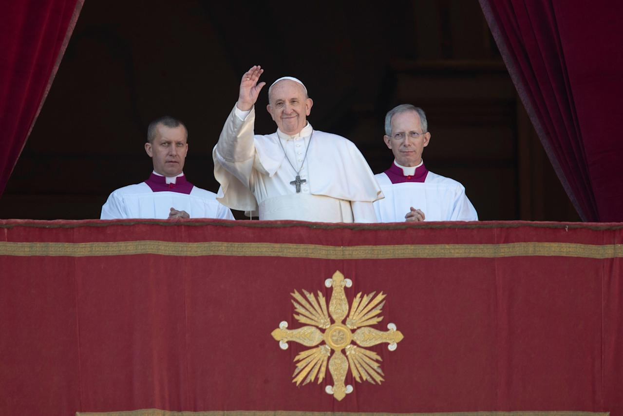 Pope Francis apologizes after slapping woman's hand who grabbed him in St. Peter's Square