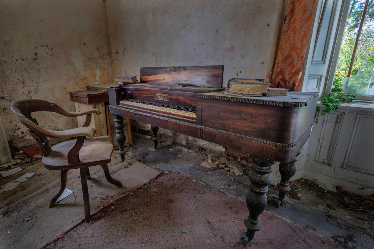 A piano inside an abandoned home in Northern Ireland, March 12, 2018. (Photo: Unseen Decay/Mercury Press/Caters News)