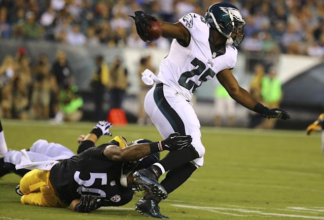 Eagles' LeSean McCoy suffers sprained thumb vs. Steelers
