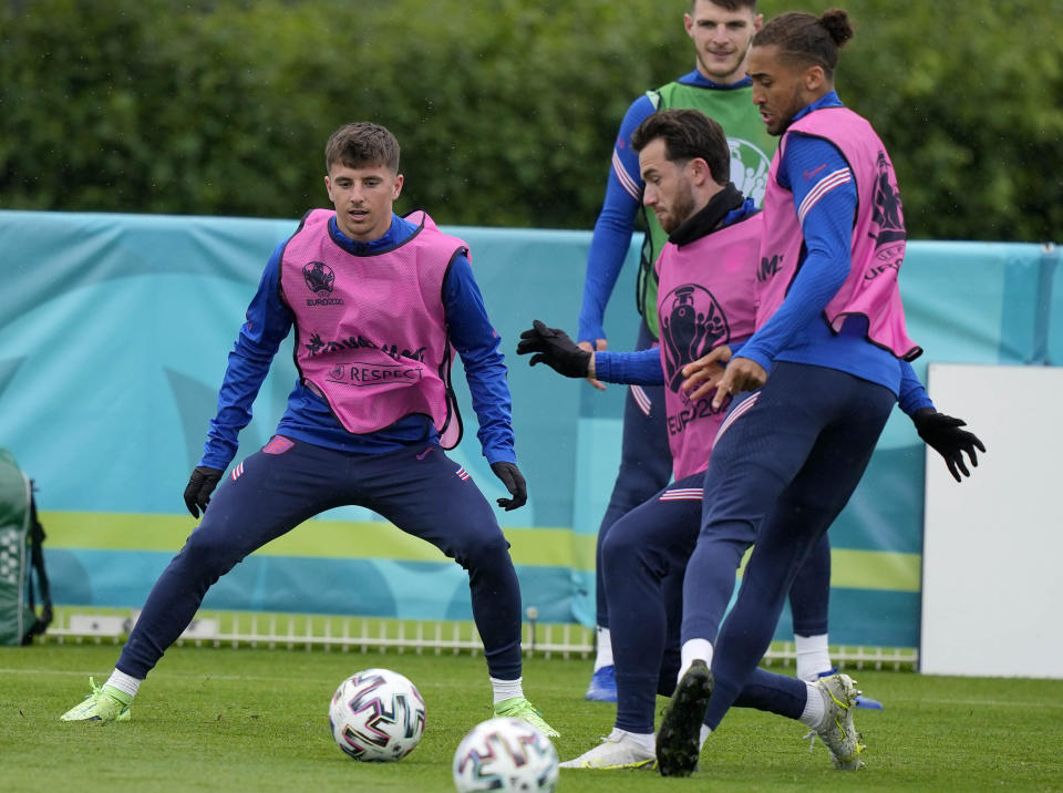 """England's Mason Mount, left, and England's Ben Chilwell, second left, during a team training session at Tottenham Hotspur training ground in London, Monday, June 21, 2021 one day ahead of the Euro 2020 soccer championship group D match against Czech Republic. After a positive test for Scotland midfielder Billy Gilmour, Mason Mount and Ben Chilwell have been told to self isolate following """"interaction"""" with Gilmour during England's 0-0 draw with Scotland at Wembley Stadium on Friday. (AP Photo/Frank Augstein)"""