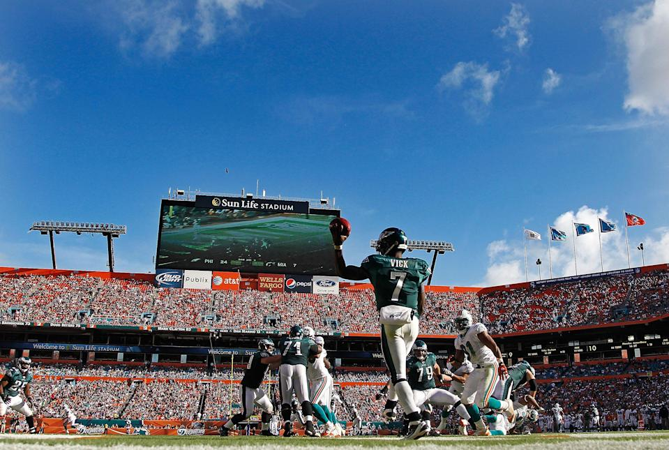 MIAMI GARDENS, FL - DECEMBER 11: Michael Vick #7 of the Philadelphia Eagles passes during a game against the Miami Dolphins at Sun Life Stadium on December 11, 2011 in Miami Gardens, Florida. (Photo by Mike Ehrmann/Getty Images)