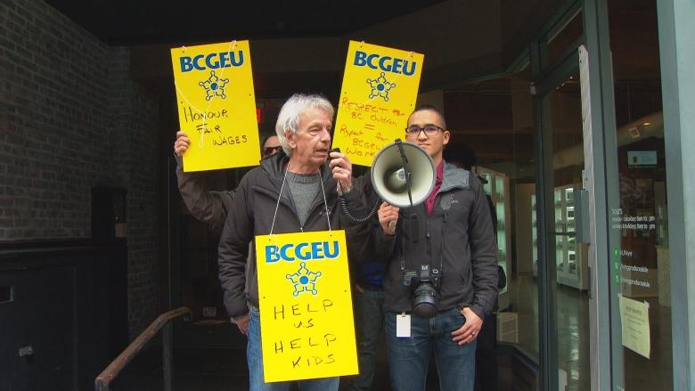 Kids in care suffering due to low wages and lack of support for social workers, says BCGEU