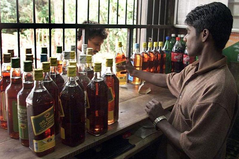 Sri Lanka re imposes liquor ban for women!!