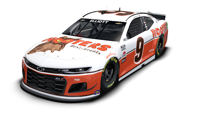 NASCAR driver Chase Elliott will race the No. 9 Hooters paint scheme honoring Alan Kulwicki for the Throwback Weekend at Darlington.