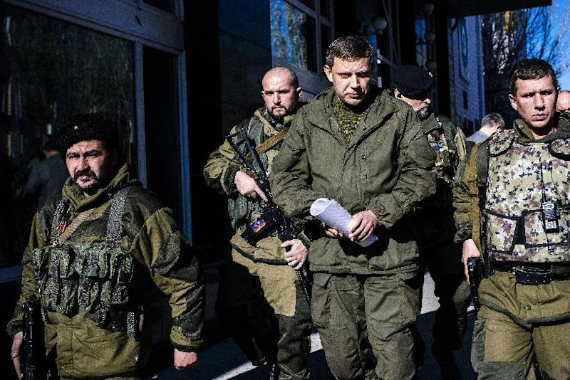 Pro-Russian gunmen guard Alexander Zakharchenko (C), Prime Minister of the self-proclaimed Donetsk Peoples Republic and presidential candidate, is seen on October 31, 2014 in Donetsk, Ukraine (AFP Photo/Dimitar Dilkoff)