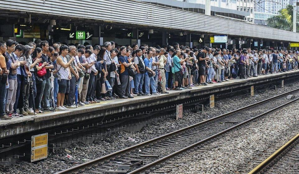 Commuters at Tai Wai MTR station were among those stranded for hours the morning after Typhoon Mangkhut hit Hong Kong. Photo: Felix Wong