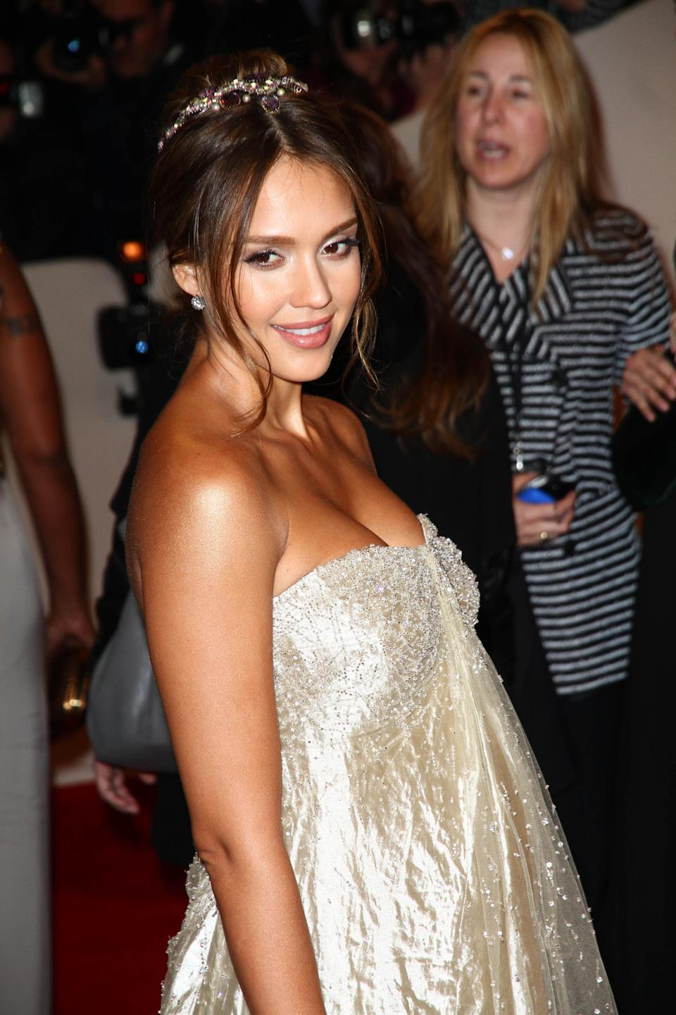 Photo by: Jackson Lee/starmaxinc.com ©2011 ALL RIGHTS RESERVED Telephone/Fax: (212) 995-1196 5/2/11 Jessica Alba at the Costume Institute Gala. (NYC) (Star Max via AP Images)