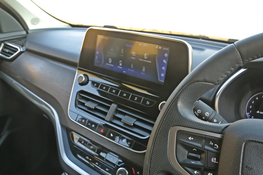 <p>Noticeable diesel clatter that quietens down after a while. Feels big to drive in the city. The clutch is not 'heavy', but the 6-speed manual gearshift requires some force. The steering too is a bit heavy and tough to use with just a few fingers. </p>