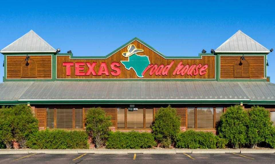 the exterior and logo of a Texas Roadhouse restaurant in Sioux Falls, South Dakota