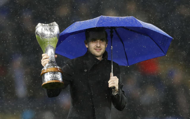 "Football Soccer Britain - Leicester City v Manchester City - Premier League - King Power Stadium - 10/12/16 Mark Selby comes on to the pitch at half time to parade the UK Snooker Championship trophy he recently won Reuters / Darren Staples Livepic EDITORIAL USE ONLY. No use with unauthorized audio, video, data, fixture lists, club/league logos or ""live"" services. Online in-match use limited to 45 images, no video emulation. No use in betting, games or single club/league/player publications. Please contact your account representative for further details."