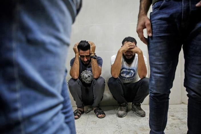 Relatives of Palestinian Zaki Ghanama, 25, mourn in the morgue of a hospital in Beit Lahia in the northern Gaza Strip (AFP Photo/ANAS BABA)