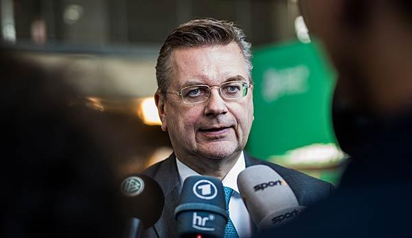 International: Nach Nazi-Eklat von Prag: Grindel will Ticketvergabe überdenken